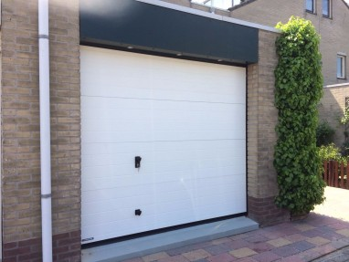 Garagedeur incl loopdeur 2850mm breed en 1980mm hoog